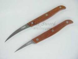 С прямым или с изогнутым лезвием (для вырезания косточек), заказывайте нож с требуемым лезвием.
